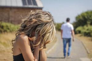 لماذا تخاف المرأة من الرجل الذي تحبه وتهرب منه