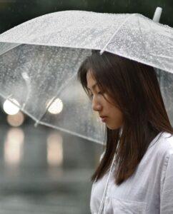 weird phobais fear rain ombrophobia 1525458314 242x300 - 10 أنواع رهاب غريب لكن موجود بالفعل !!