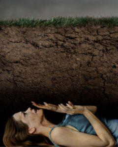 weird phobias buried alive taphophobia 1525457515 240x300 - 10 أنواع رهاب غريب لكن موجود بالفعل !!